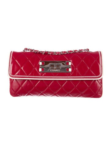 Chanel Quilted E / W Flap Bag