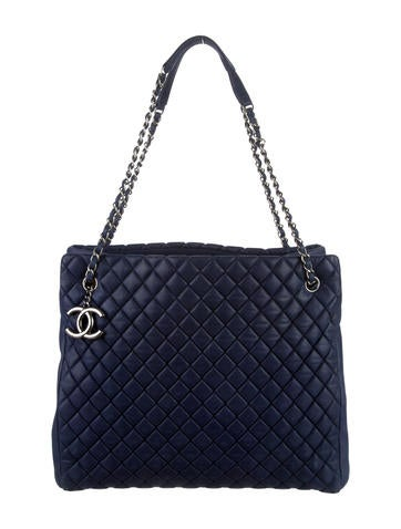Chanel Bubble Quilt Large Zip Shopping Tote