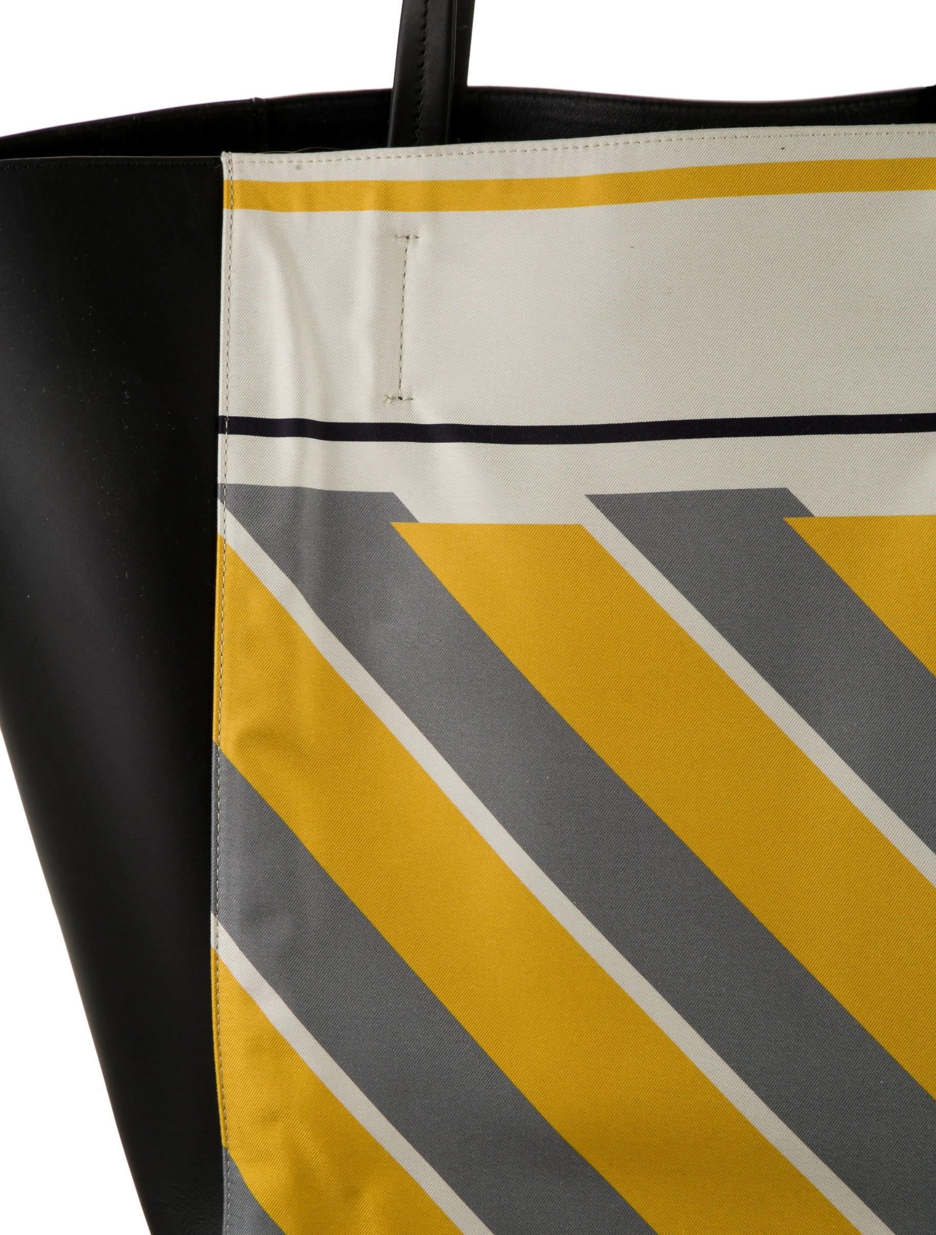 C��line Foulard Cabas Phantom Tote w/ Tags - Handbags - CEL29912 ...