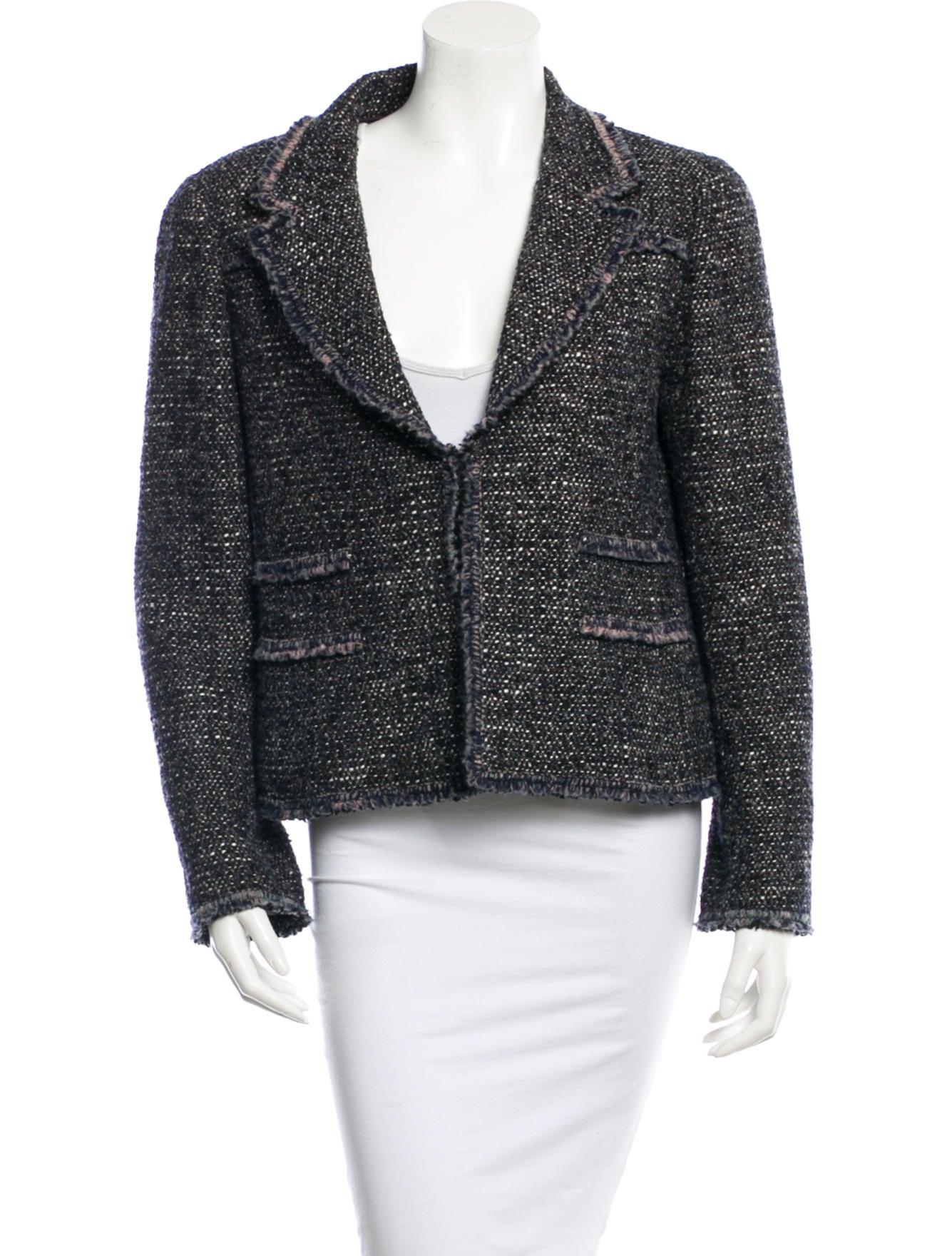 This classic plaid wool tweed blazer for women will elevate the character of any ensemble. Details Created specially for Orvis, this equestrian-inspired version of the classic Glen plaid blazer is made of exceptionally soft Irish wool tweed.