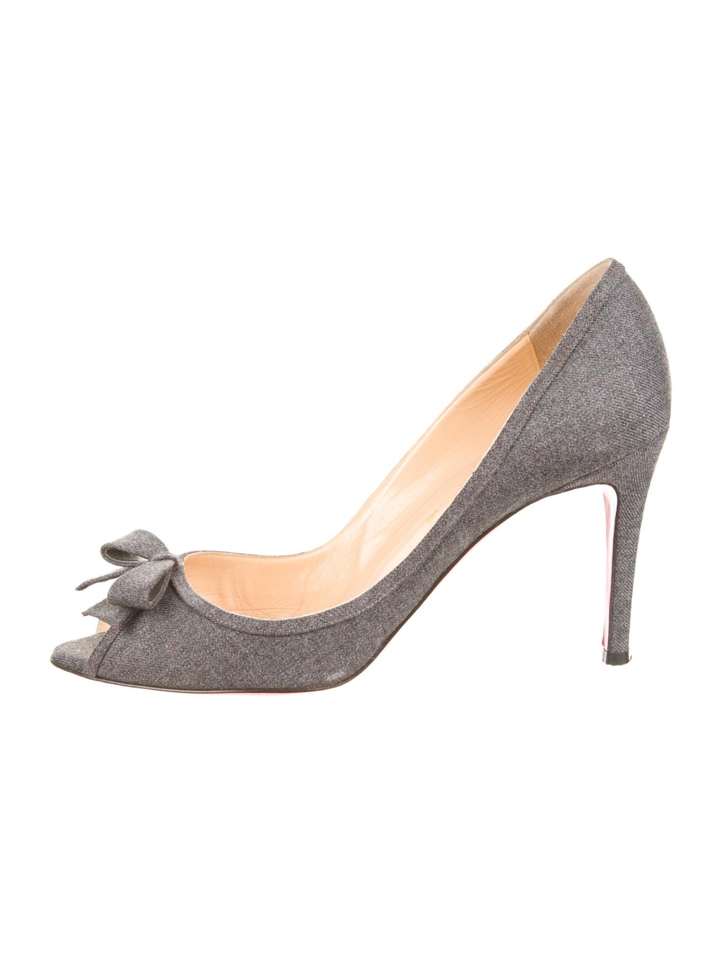 6c9ae3f9132 Artesur » christian louboutin peep-toe pumps Grey wool bow accent