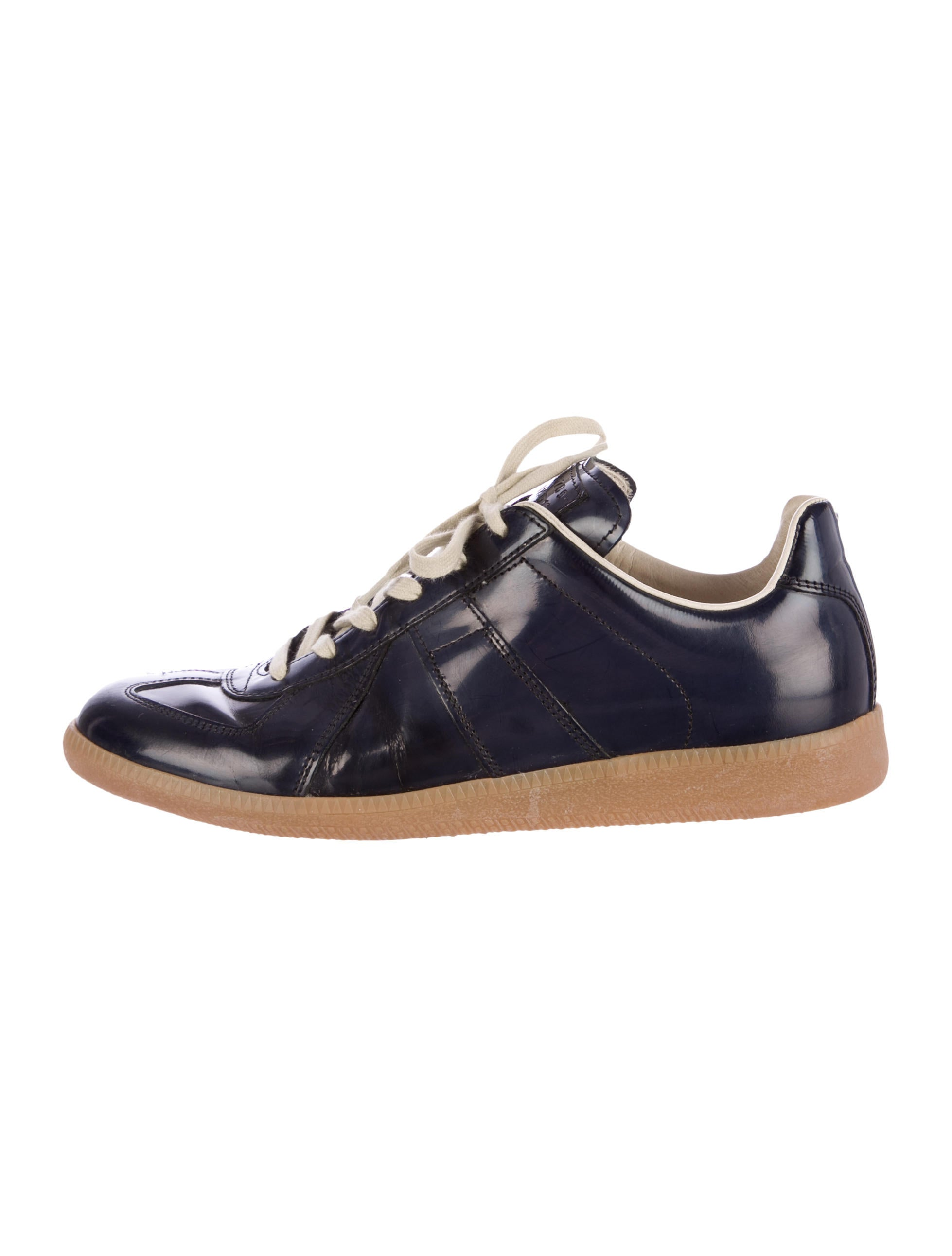 maison martin margiela leather low top sneakers shoes mai25408 the realreal. Black Bedroom Furniture Sets. Home Design Ideas