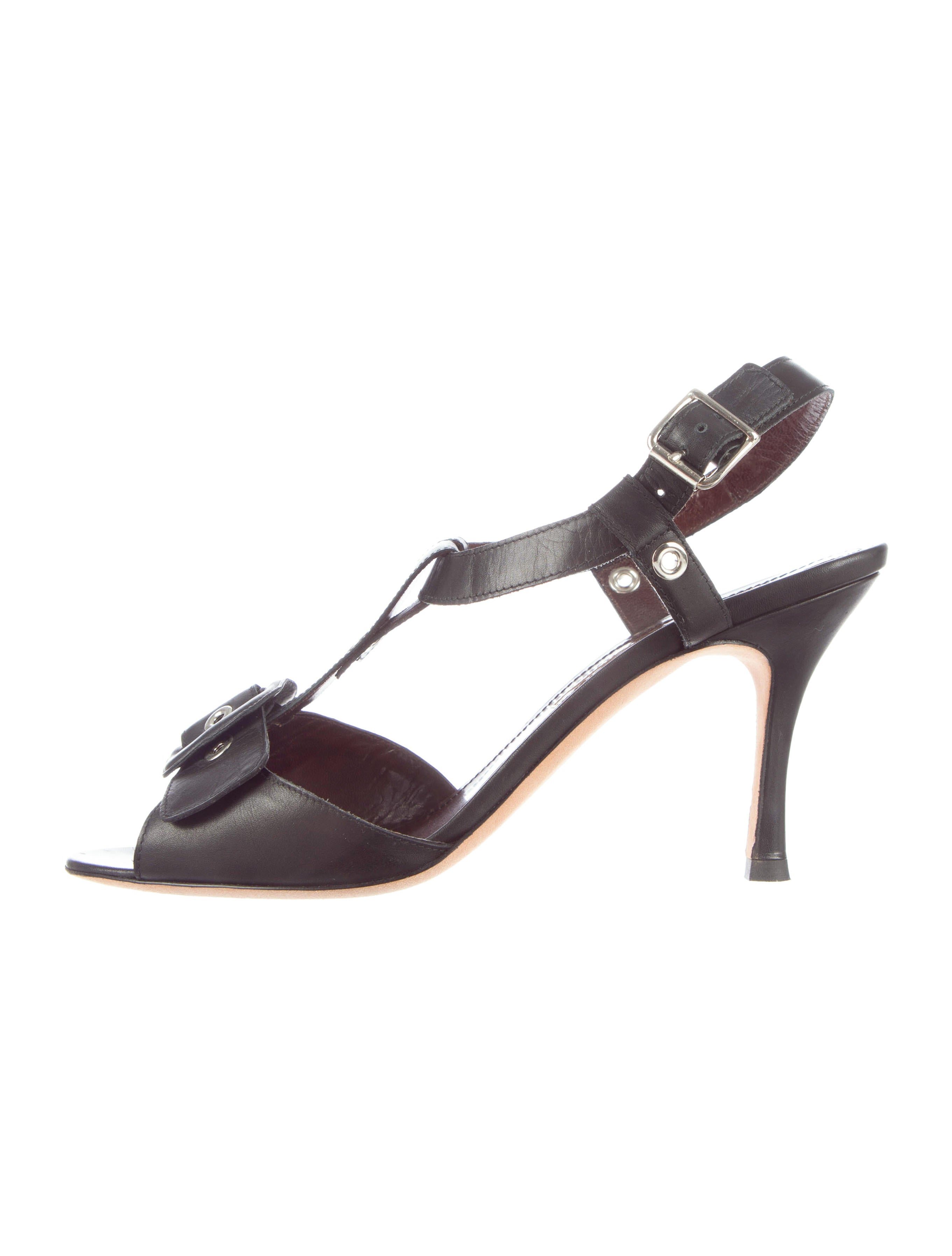 Manolo blahnik sandals shoes moo35669 the realreal for Shoes by manolo blahnik