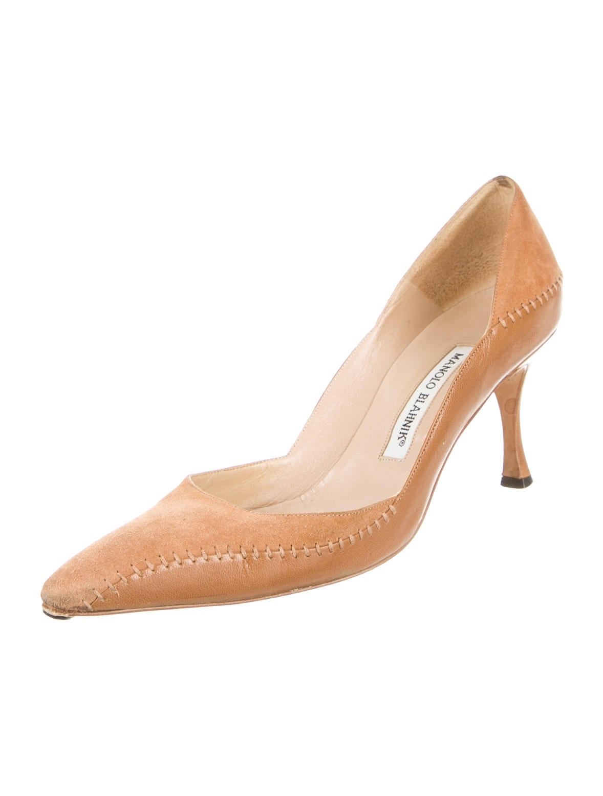 Manolo blahnik pumps shoes moo35908 the realreal for Shoes by manolo blahnik