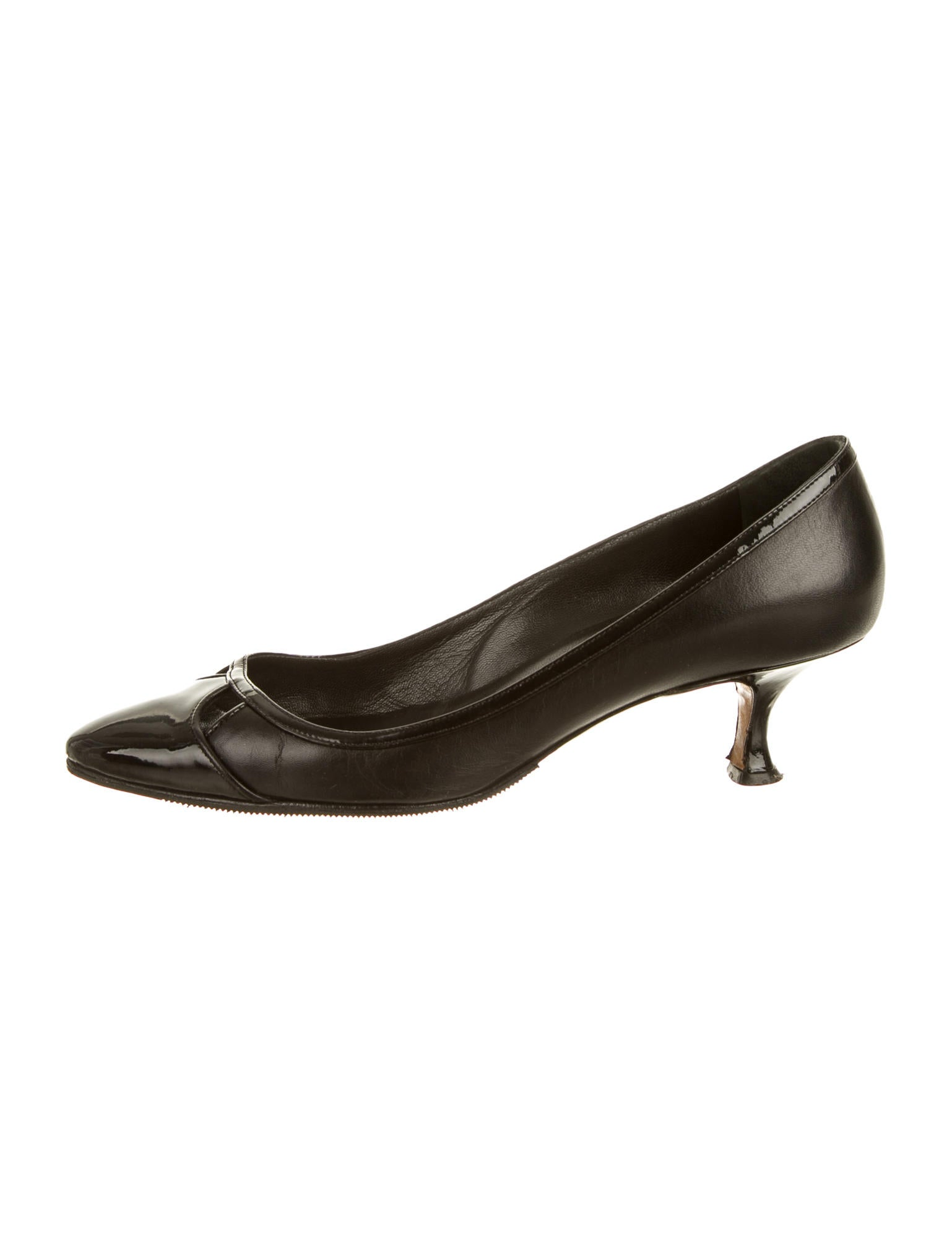 Manolo blahnik pumps shoes moo37343 the realreal for Shoes by manolo blahnik