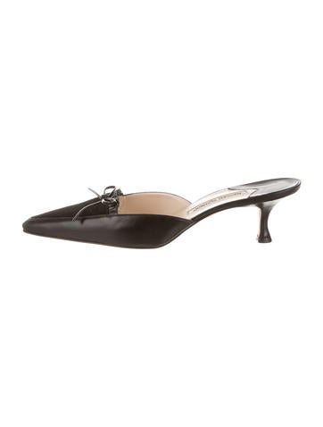 Manolo Blahnik Leather Pointed-Toe Mules