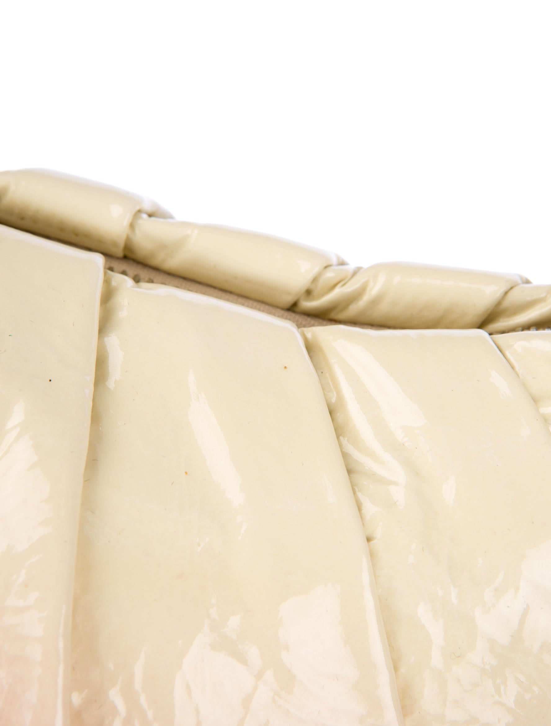 prada vitello vernice handle bag