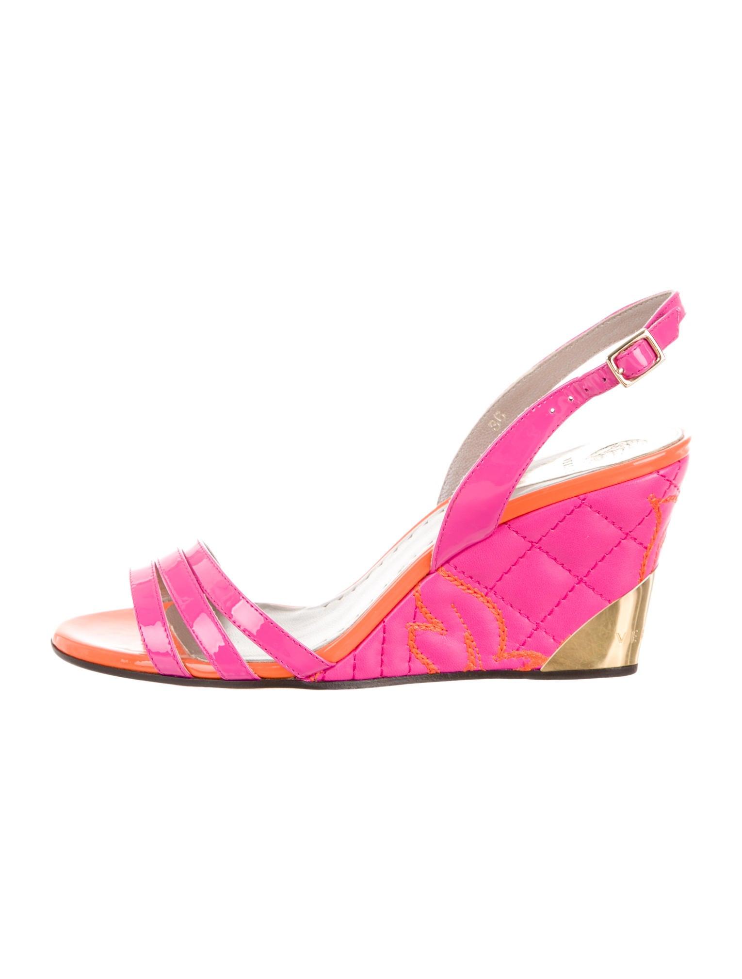 Elegant Versace TStrap Sandals  Shoes  VES24736  The RealReal