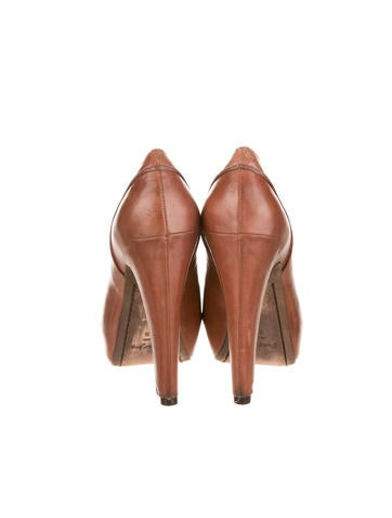 Elizabeth and James Pumps